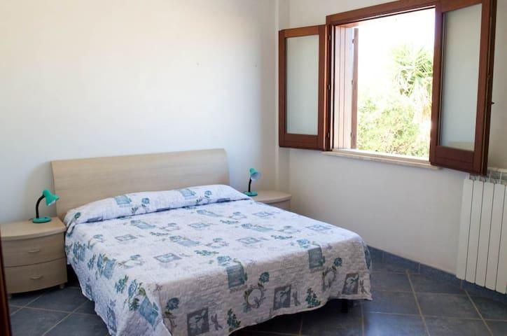 camera letto matrimoniale piano terra