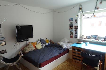 Gemütliches Zimmer in Innenstadt-WG - Apartamento