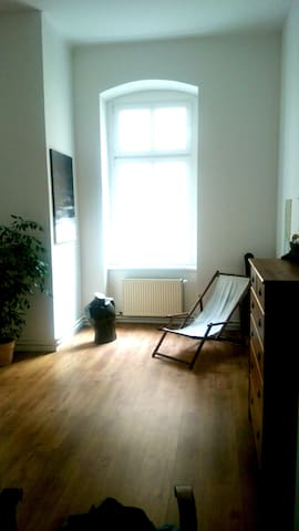 1 Room in a sunny apartment in Friedrichshain - Berlin - Apartment