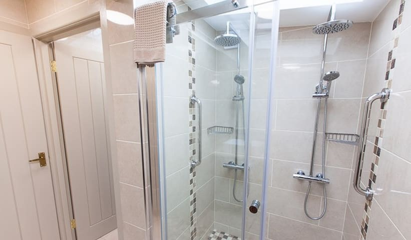 Romantic shower for two