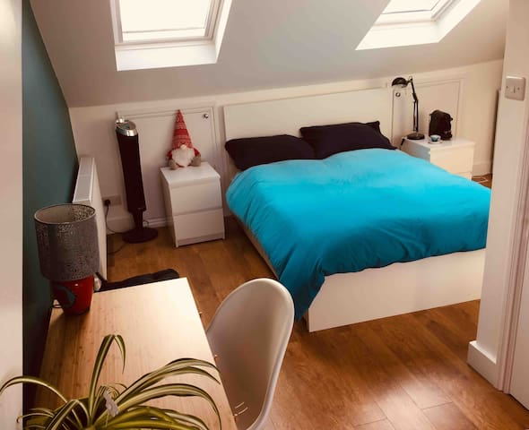 Cosy and bright loft space with ensuit