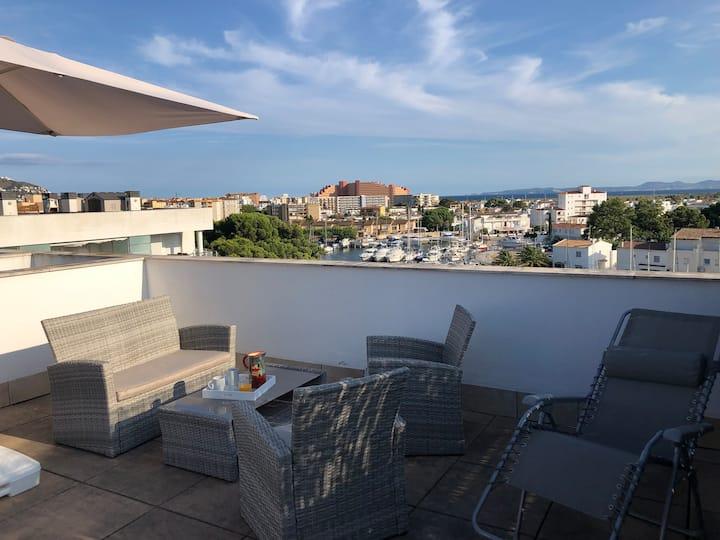 Apartment with Solarium Sea View and Pool !!