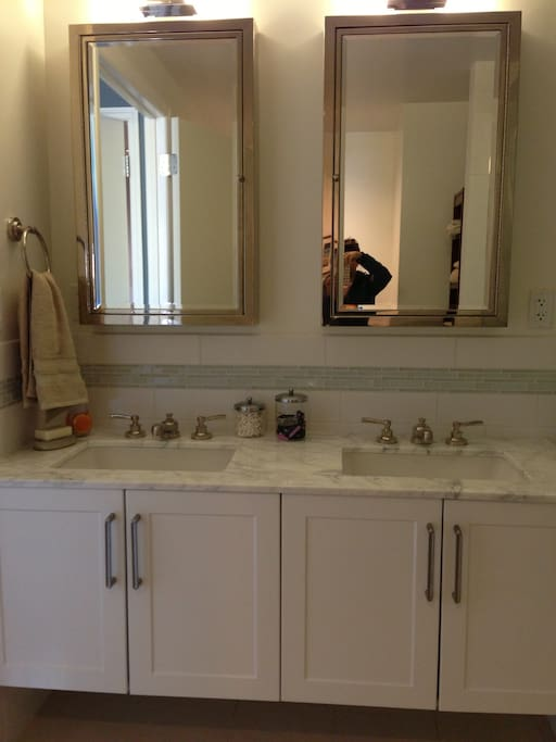 Master bath, double sinks