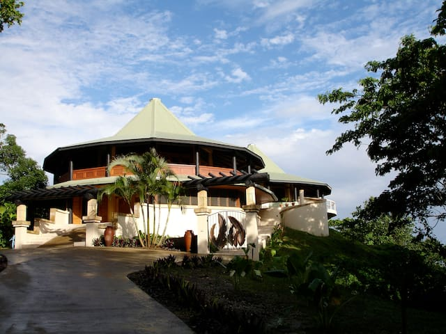 Mountain Top Villa- Panoramic Views