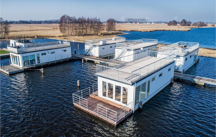 Houseboat with 2 bedrooms on 52m² in Aalsmeer