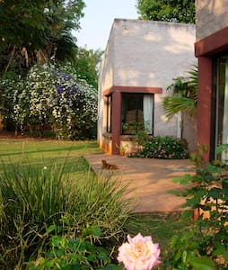 Flame Tree Lodge, Harare - Harare - Bed & Breakfast