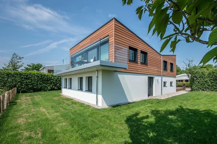 Unieke villa met eindeloos uitzicht op het Veerse Meer