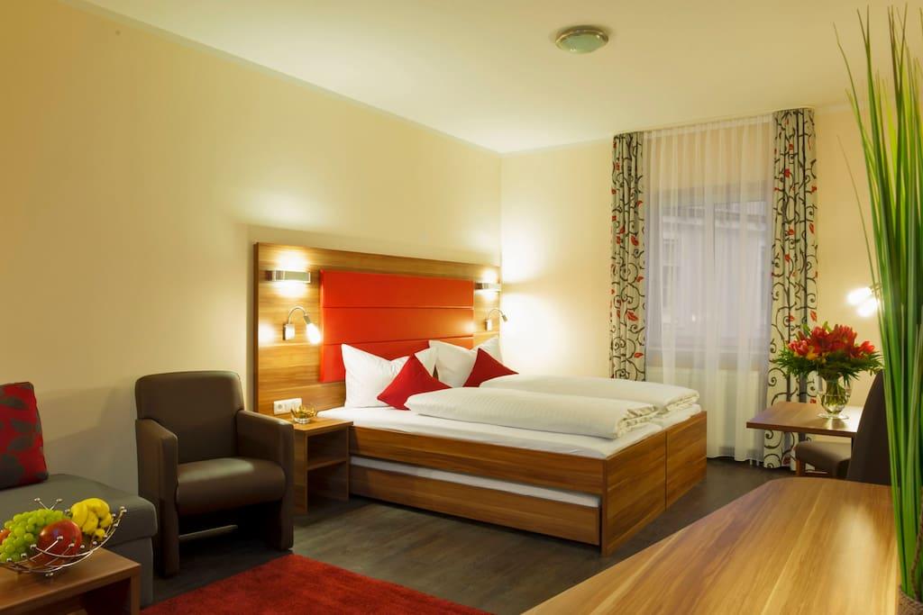 ein zimmer stadt apartment wohnungen zur miete in m nchen bayern deutschland. Black Bedroom Furniture Sets. Home Design Ideas