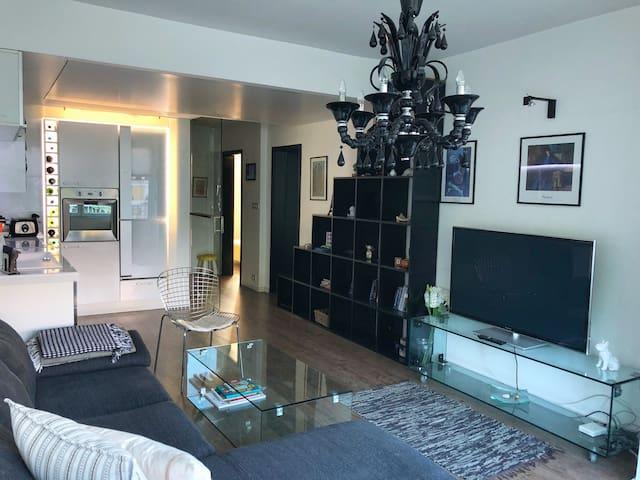 Luxury Waterfront WHITE BULLDOG Apartment
