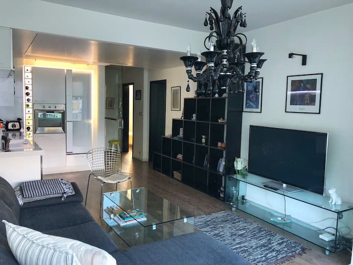 Luxury Waterfront WHITE BULLDOG Apartment