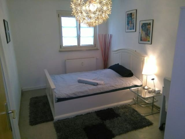 Room near Cologne Trade Fair - Colónia - Apartamento