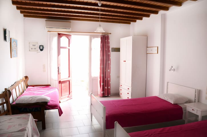 Room for 2 up to 4 persons near Ornos