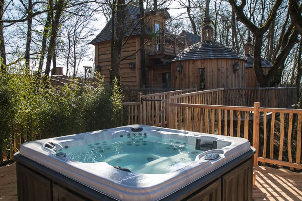 ch teaux dans les arbres hautefort treehouses for rent in nojals et clotte aquitaine france. Black Bedroom Furniture Sets. Home Design Ideas