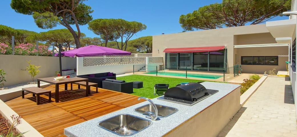 Spacious Modern Holiday Villa close to Vilamoura