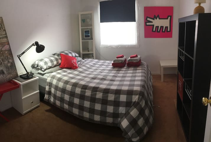   Room 10 min drive to downtown