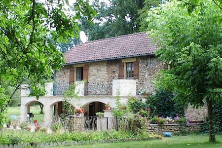 Magnifique moulin à eau en Dordogne - Sainte-Alvère