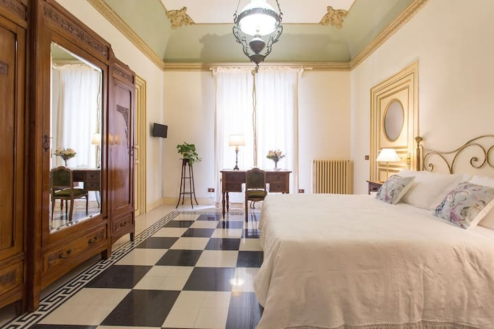 BB Porta Carolina stanza a scacchi - Palermo - Bed & Breakfast