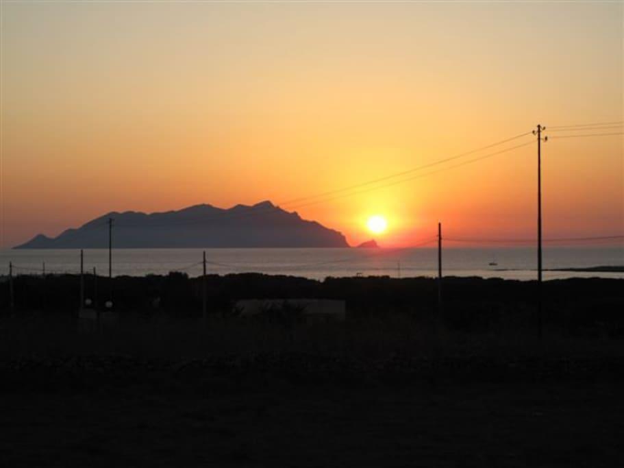 Vista al tramonto su marettimo