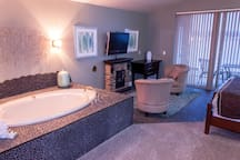 Wisconsin Dells Getaways Bath Tub #408