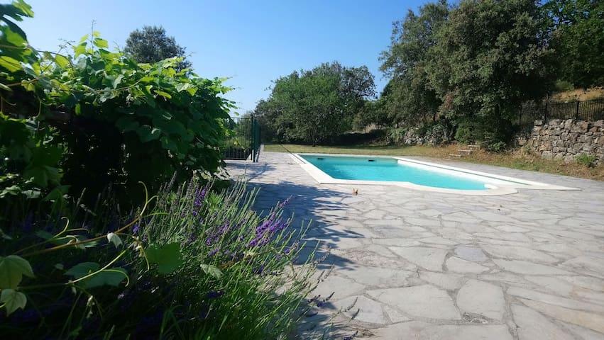 """""""Le Cantou"""" Sud Cévennes...piscine privée...vue !"""