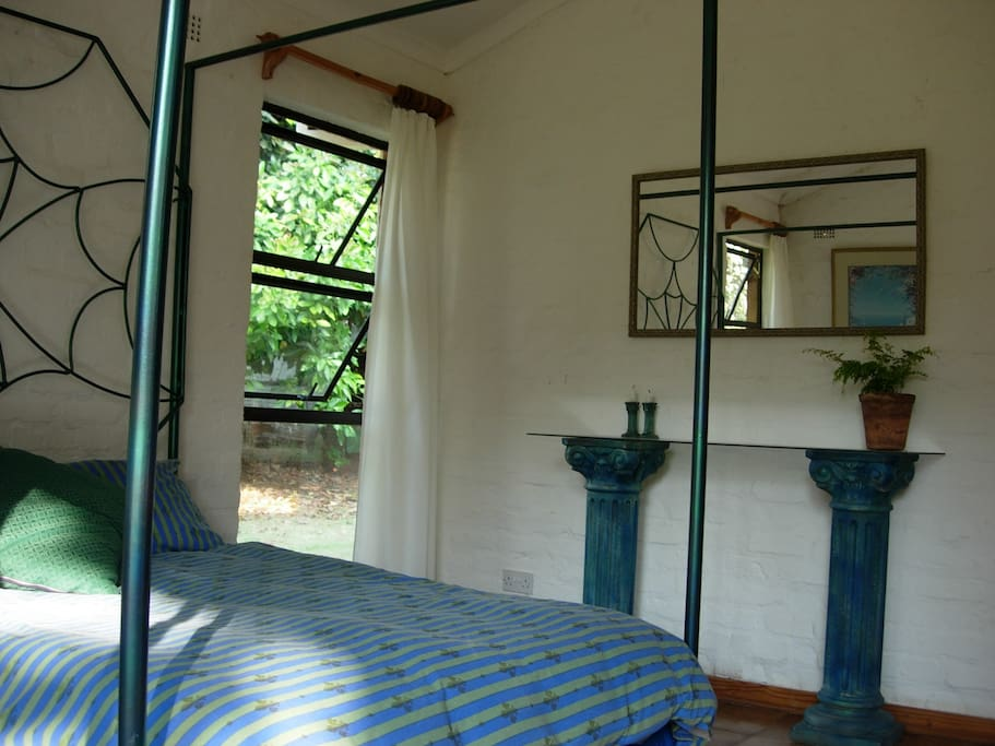 Flame tree lodge harare bed and breakfasts for rent in for Beds zimbabwe