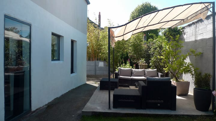 Chambre avec SDB et terrasse privées.