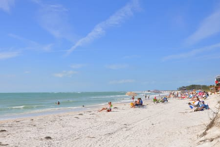 LIDO KEY: 1 BR apt walk to beach-St. Armands