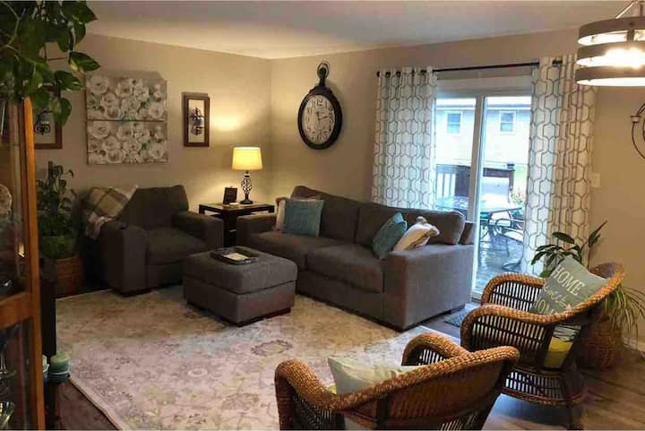 Comfortable Gray Ranch; you feel right at home