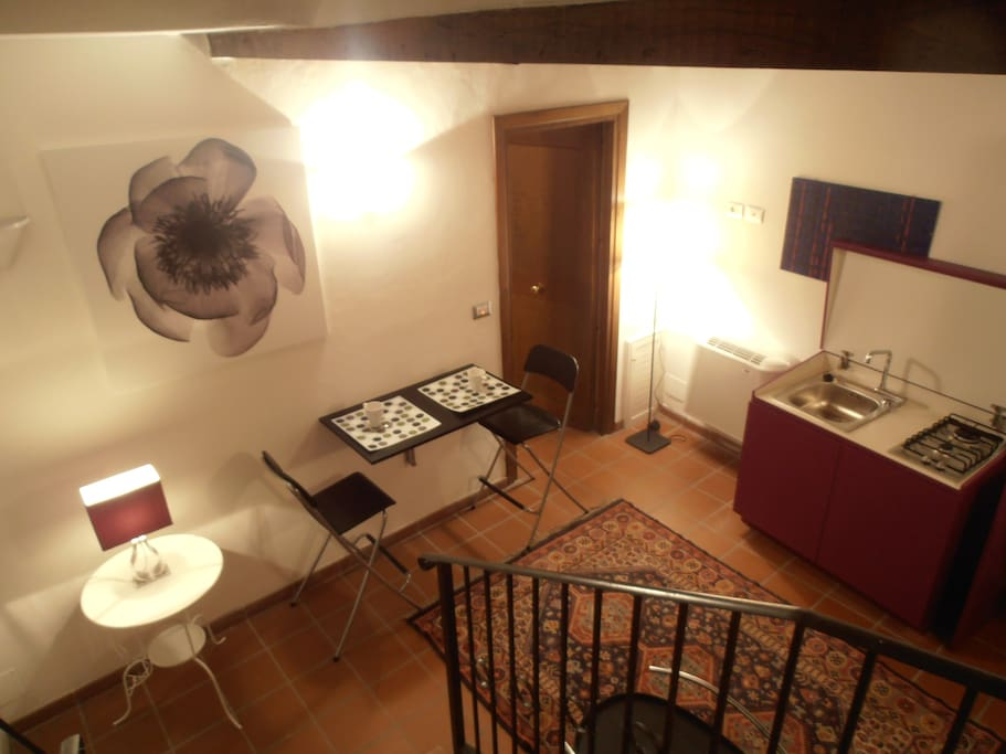 Il soggiorno dalle scale - Living Room: view from the stairs