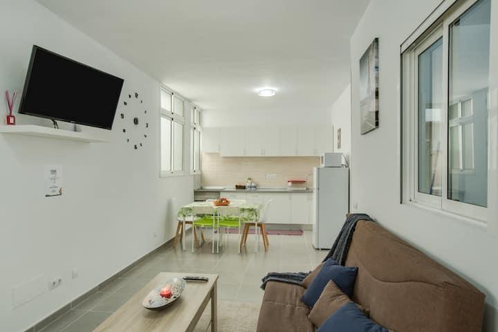 """Acogedor apartamento """"2B El Amore"""" cerca del mar con Wi-Fi y ventiladores; sábanas y toallas incluidas"""