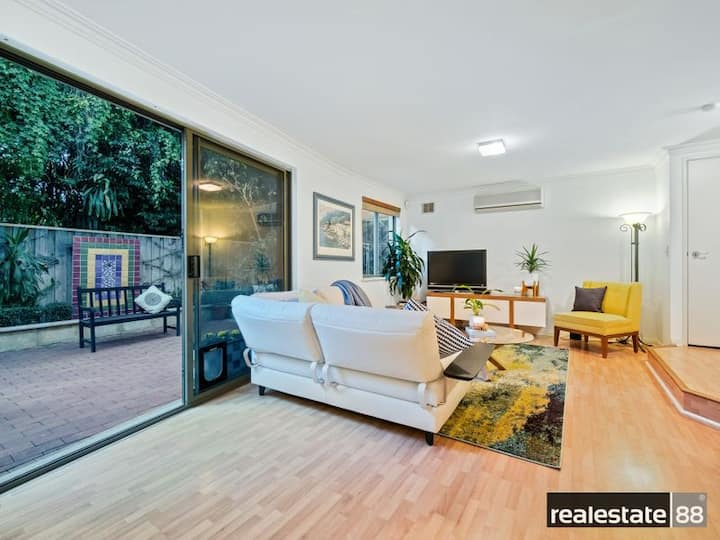 River side town house - close to the city