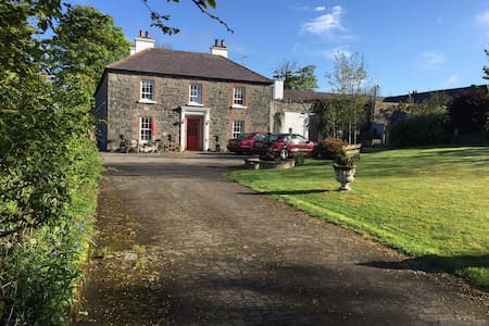 Familyrun B & B offering comfortable accommodation - Cloughmills - Wikt i opierunek