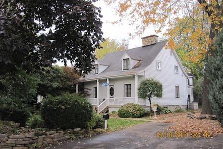 Superbe maison ancestrale - Laval - Ev