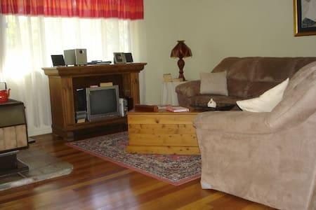 Calurla at Nimbin 1 bedroom cottage - Lillian Rock