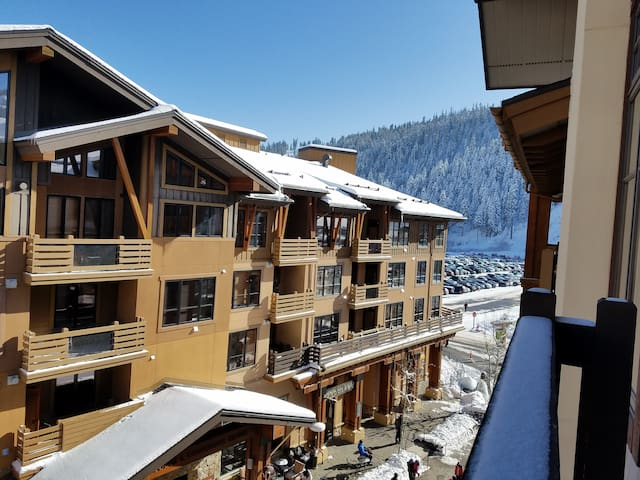Top Flr Squaw Condo: Now Booking Spring & Summer