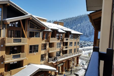 New List! Top Floor 1BDR in Village at Squaw, SKI! - Olympic Valley