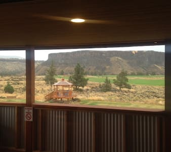 Golden Eagle Room #3 by CRR Golf Smith Rock & more - Cabanya