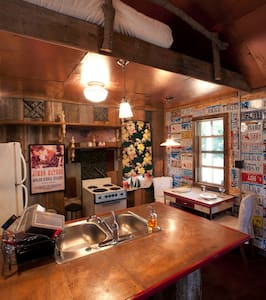 Clem Shack || Seven Chimneys Farm - Cabin