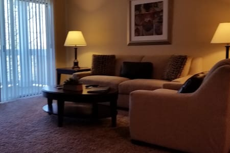 Great Southside Professionally Managed Suite - Greenwood - Apartamento