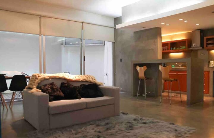 Departamento Loft  de 106 mts  en el barrio de Recoleta calles Rodriguez Peña y Santa Fe con Jacuzzi y pequeño patio