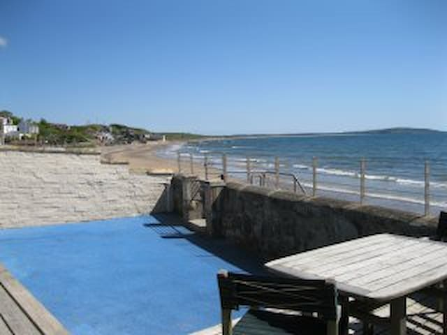 Beautiful Lower Largo Beach Front Apartment