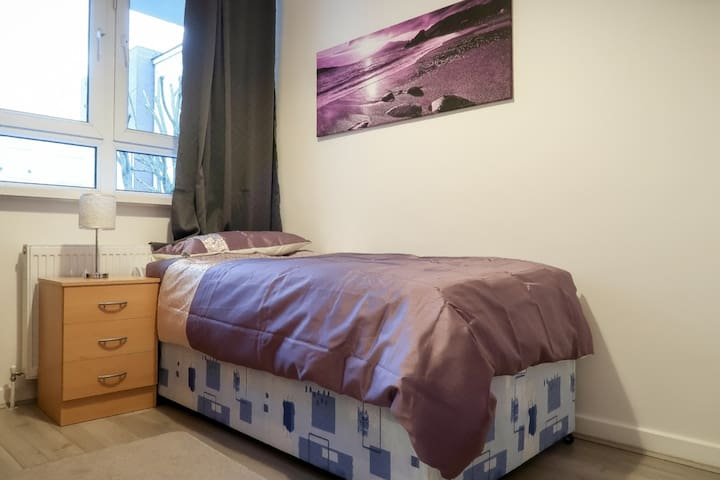 loveley clean single room in mile end
