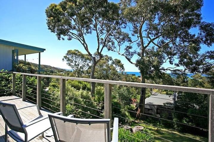 Rustic beach house with views over Lorne - Lorne - House