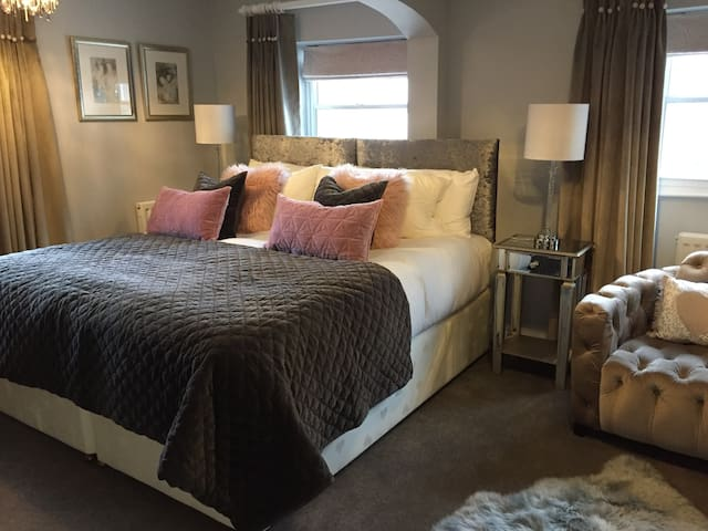 Town House at Brecon Luxury B&B - Priory View Room - Brecon - Bed & Breakfast
