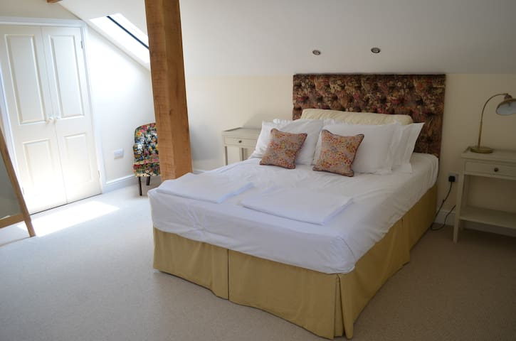 Master bedroom, very comfortable  Hypnos beds