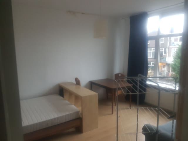 Student room with sofa (19m2 - 204ft2) NO SMOKING
