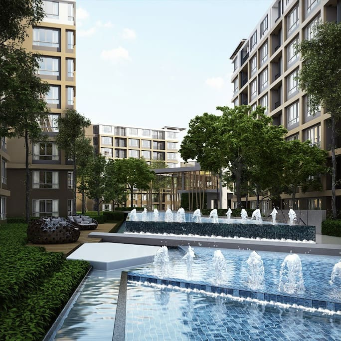 Modern apartment with luxury swimming pool and fitness centre.  现代化的高档小区。配有泳池和健身中心。24小时安保。