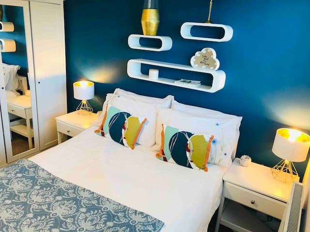 Clean Blue room in large detached house NCL