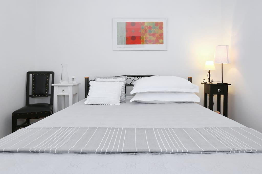Bedroom, white app.