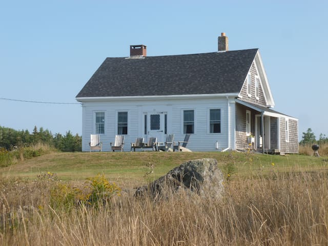 Renovated antique cape on Northern Bay - Penobscot - Casa
